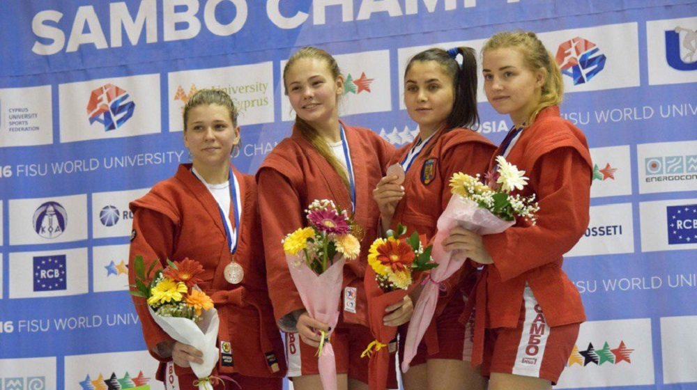 Смолянка завоевала «серебро» наЧемпионате мира посамбо среди студентов