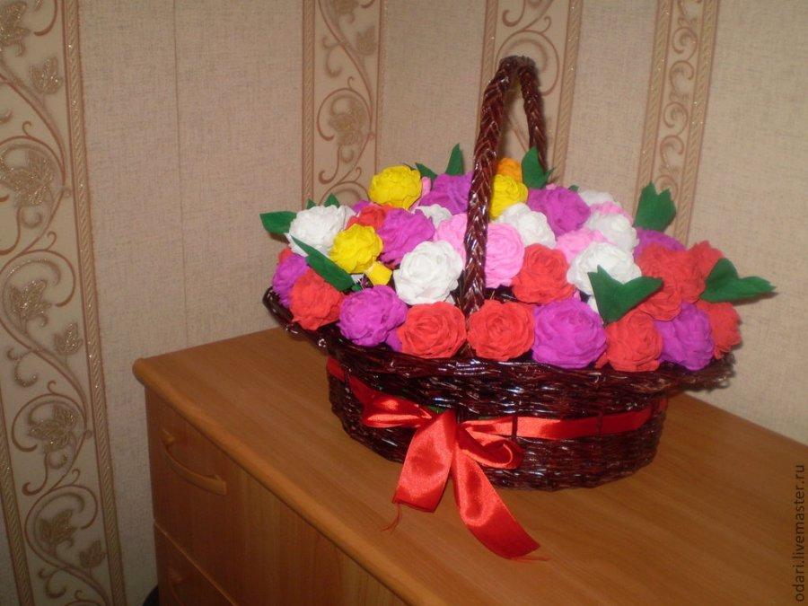 Цветы из бумаги в корзину